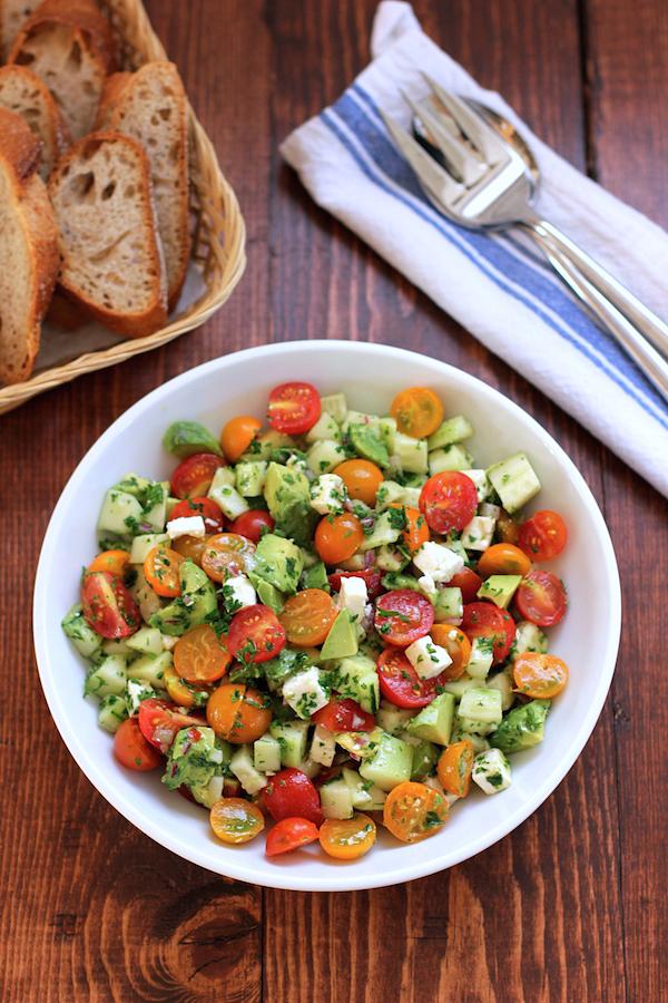 Salade de tomates, concombres et avocat